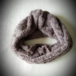 LOFT Rosette Faux Fur Popover Scarf Coal Gray Tau